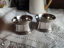 Paire de ronds de serviettes anciens métal argenté chiffrés