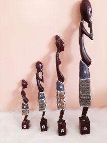 statues africaine en bois, famille Masaï , Kenya