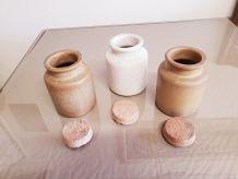 Lot de 3 bocaux ou salière en ceramique ( ref K13 )