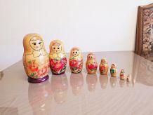Poupée russe en 8 series ( ref K 28 )