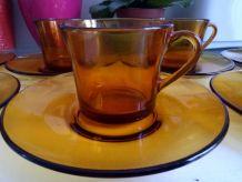 Lot de 7 tasses et 7 soucoupes Duralex orange/ambré vintage