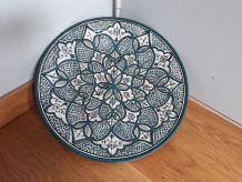 Plat rond en céramique artisanale de safi au maroc