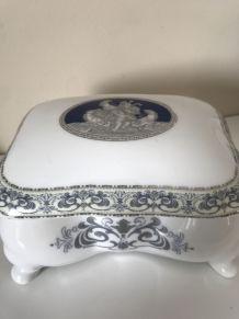 Coffret et plateau en porcelaine anglaise
