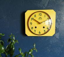 """Horloge formica vintage pendule silencieuse """"FFR Jaune d'or"""""""