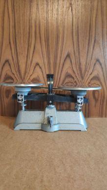 balance mécanique Dhaus ancienne 2 kg max