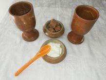 PPaire de mazagrans, tasses en grès et ses sucriers