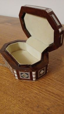 Boîte à bijoux en bois, os et nacre