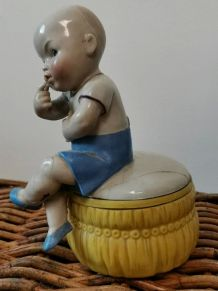 Ancienne boîte bébé enfant en céramique  année 40-50