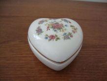 Boite à bijoux coeur en porcelaine anglaise