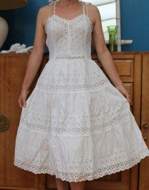 robe patineuse dentelle broderie anglaise année 60-70