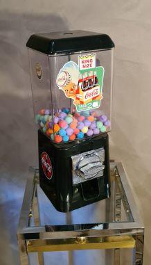 Distributeur chewing gum et bonbon. vintage, 1980s globe eu