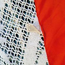 Foulard en polyester dominante rouge décor marine