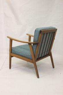 Fauteuil scandinave 1960 tissu bleu retapissé.