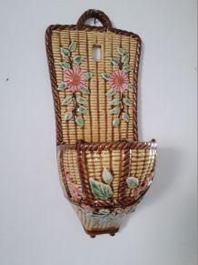 Barbotine avec un décor floral