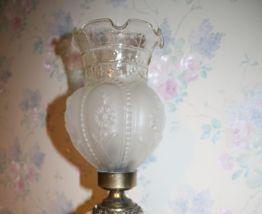 lampe ancienne porcelaine et laiton antérieure aux années 60