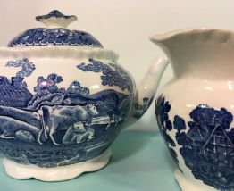 Théière et pot à lait vintage en porcelaine anglaise