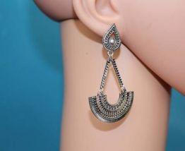 Boucle d'oreilles style triangle indien effet argente