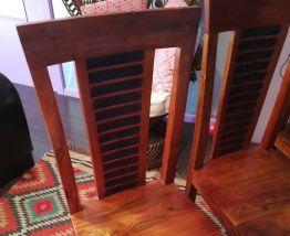 Chaises en bois massif – Bois & Chiffons