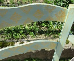 Magnifique fauteuil provençal peint à la main en bois et pai