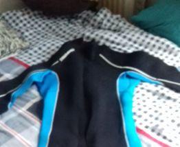combinaison de plongée taille 40 vendu avec gants