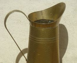 broc  en  metal  doré