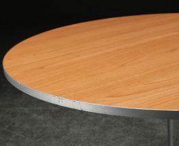 Table basse ronde. Arne Jacobsen / Piet Hein.