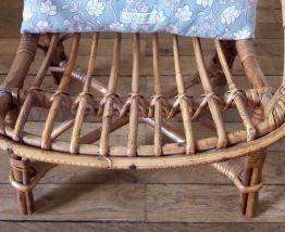 Petite chaise en rotin d'enfant vintage