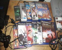 Playstation 1 et 2 avec jeux et manettes
