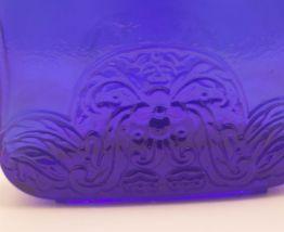 Flacon bleu cobalt aux frises art déco