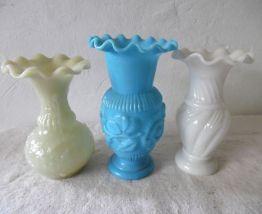 Trois vases en opaline