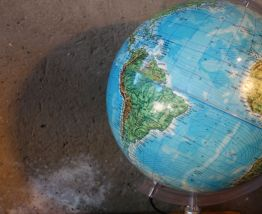 Mappemonde lumineuse globe terrestre Italy