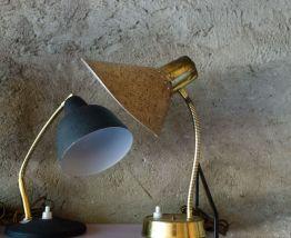 Lampe de  bureau en métal doré et beige 1960