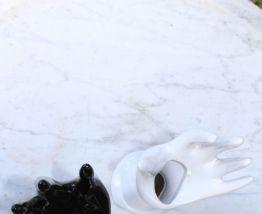 Porte bagues main en céramique vert/rose irisée