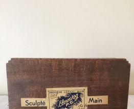 Boîte en bois sculpté main