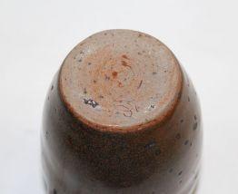 Pichet marron en grès émaillé