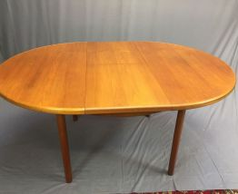 Table ovale en teck années 70