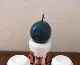 Deux mugs et un pichet mobil arcopal années 70
