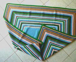 dessus  lit , plaid  , crochet  Ancien vintage
