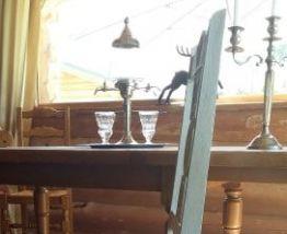 Superbes chaises sculptées en bois massif