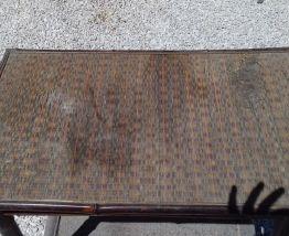 Table avec plateau en osier