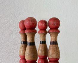 Jeu de 4 grandes quilles bois anciennes