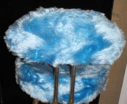 Chaise moumoute bleue