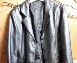 Veste 3/4 cuir noir doublée,cintrée à la taille 36