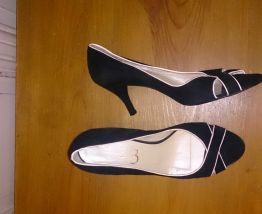 très belle chaussure vintage la marque 1.2.3