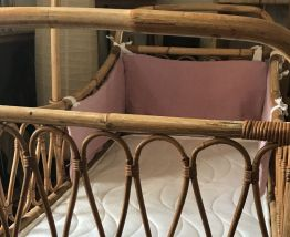 Lit-berceau en bambou et rotin