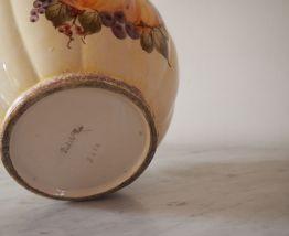 Cache-pot en barbotine peint à la main