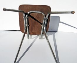 Chaise en formica blanche