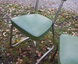 Ensemble chaises et tabouret