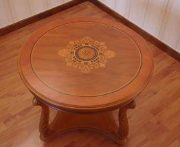 Petite table en bois massif