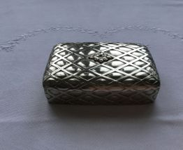 Boite en métal argenté